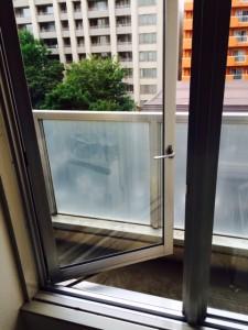 札幌市北区 ゴミ部屋 窓枠清掃後