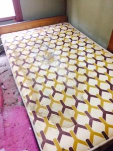 札幌市白石区 孤立死現場 ベッドマット