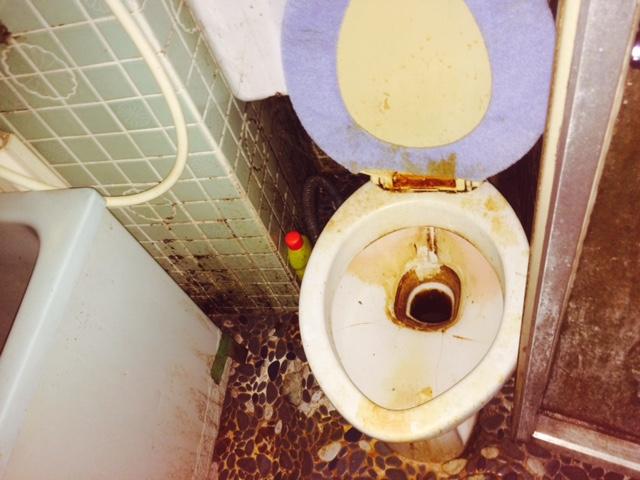 札幌市 特殊清掃 作業前 トイレ
