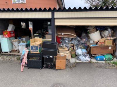 車庫に満載の廃棄品