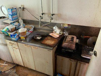 便や油で汚れてしまったキッチン
