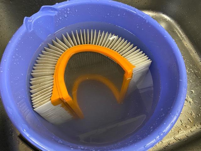 フィルターを水洗い