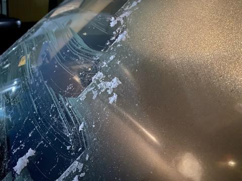 車のフロントガラスの霜