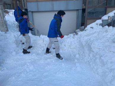 搬出経路と搬出場所の除雪