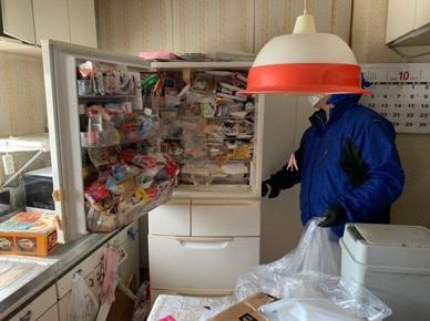 冷蔵庫の中も食料品がミッチリ