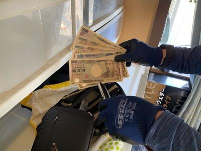 現金発見 珍しい2000円札も