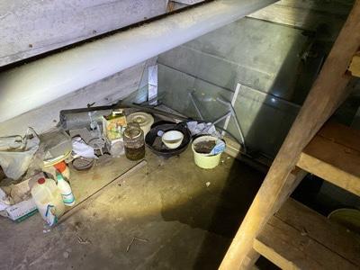 地下 瓶詰の食品やガラス