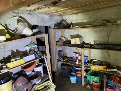 鉢植えや農機具、工具など